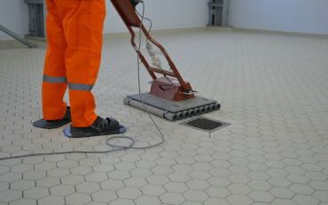 Виброукладка плитки керамической и керамогранитной – качественный и экономичный способ реконструкции пола для производственных предприятий